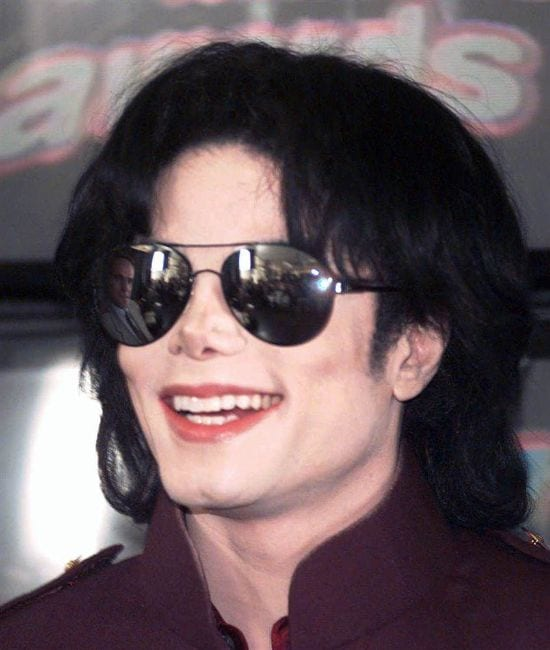 1995 – On 25th July, 1995, MJ attended MTV Music Video Awards and performed as well.