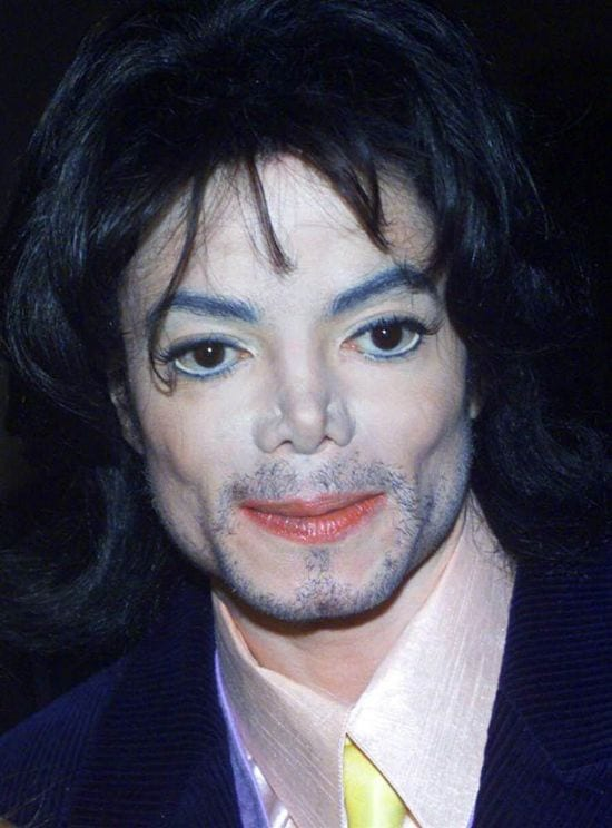 2000 – On 30th November 2000, Jackson visited the G & P Foundation for Cancer Research's Angel Ball in New York.