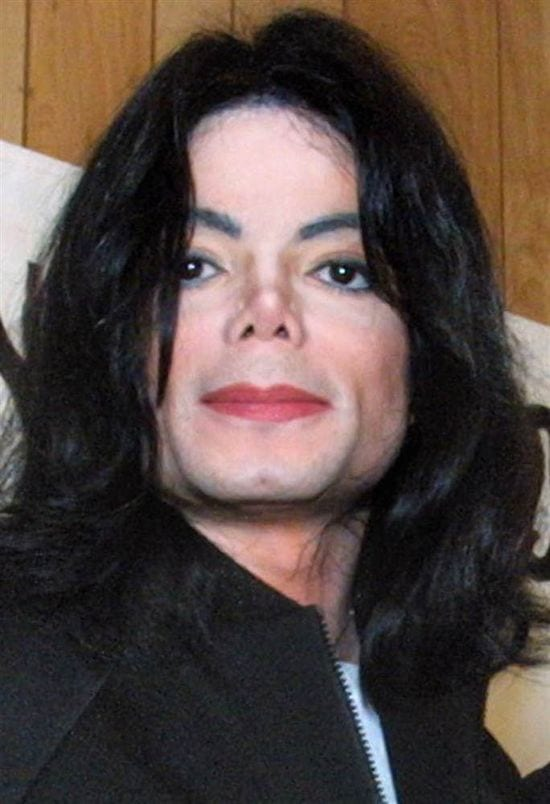 2002– On 9th July 2002, Michael Jackson was spotted at Al Sharpton's National Action Network headquarters.
