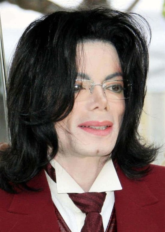 2005 – A click of Michael Jackson on 27th April 2005 while visiting the Santa Barbara County courthouse in California.