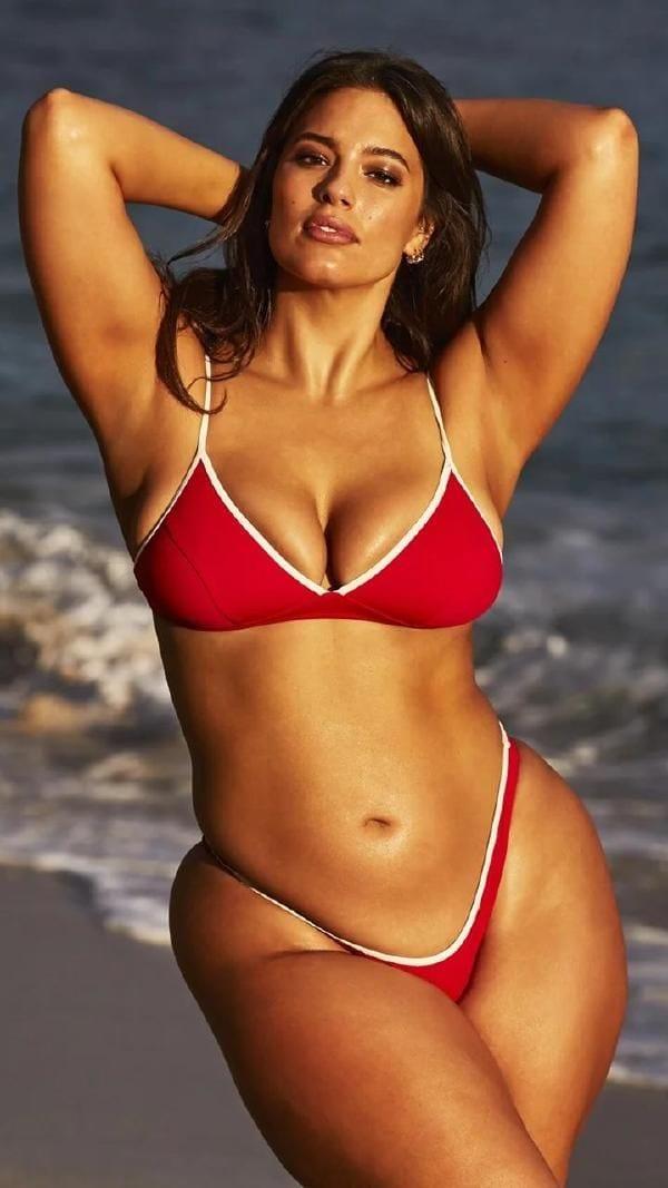 36 Hottest Ashley Graham Bikini-Clad Photos   Half-Nude Ashley Graham Pics-1