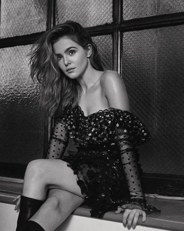 Zoey Deutch Smoking-Hot Glamours Photos-2