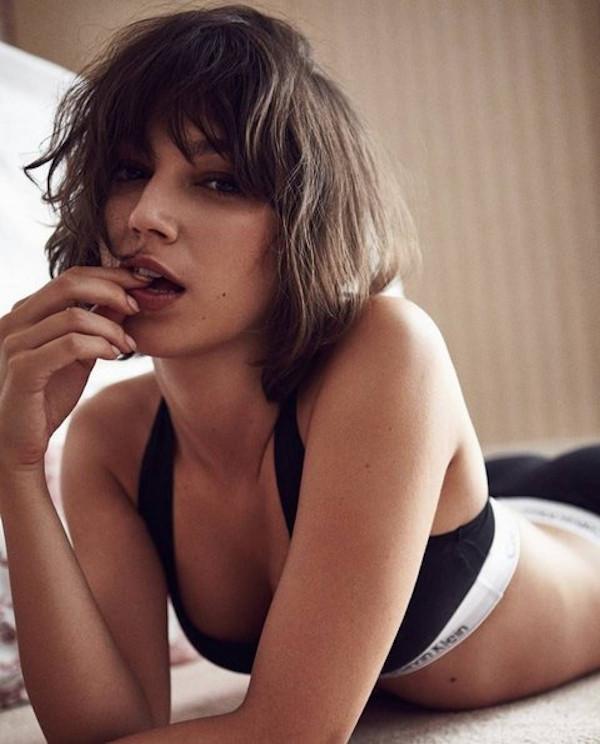 Úrsula Corberó hottest bikini half-nude photos-24