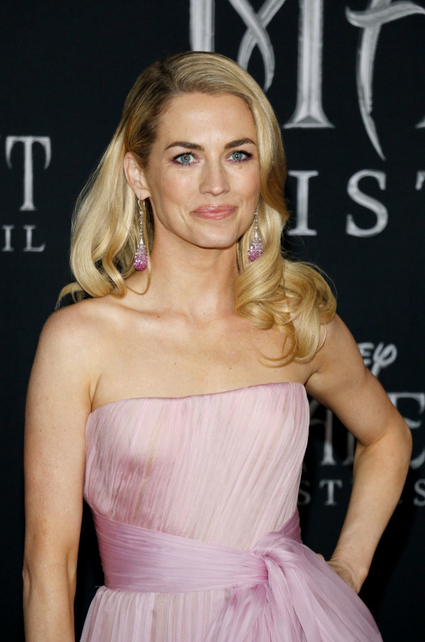 Hottest pictures of Amanda Hearst-14