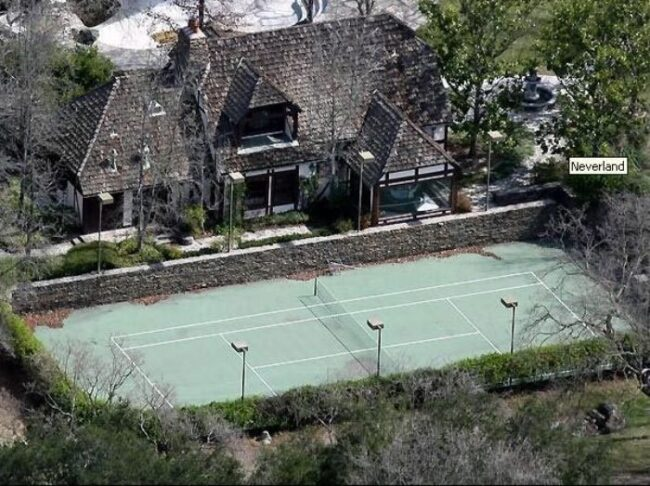 Here's abandoned Neverland ranch recent photos -10
