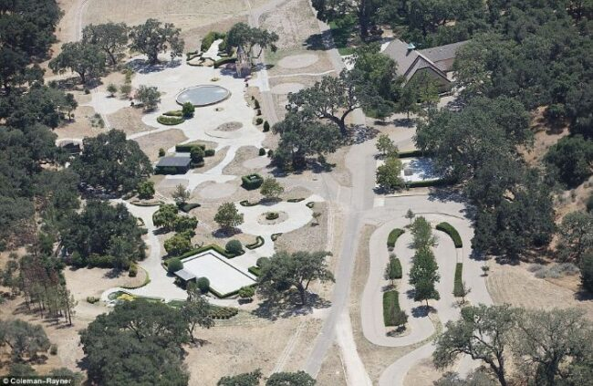 Here's abandoned Neverland ranch recent photos -5