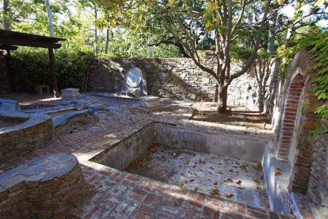 Here's abandoned Neverland ranch recent photos -8